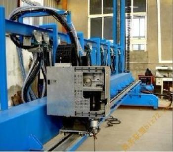 窄間隙 MAG/MIG自動焊機UNG–B型
