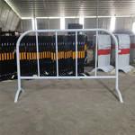 廣西鐵馬移動道路護欄丨公路施工交通隔離欄桿丨黃黑反光護欄